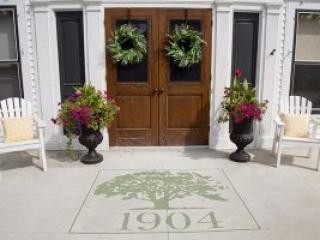Front Entrance Season Color Planter in Appleton