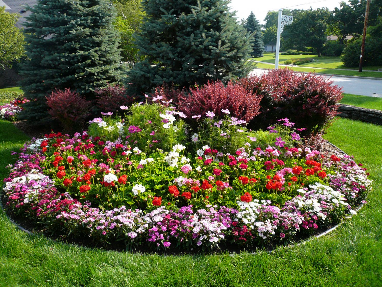 Seasonal Color added to a Landscape Planting in De Pere
