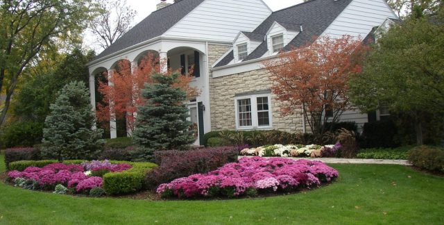 Front Yard Landscaping in De Pere