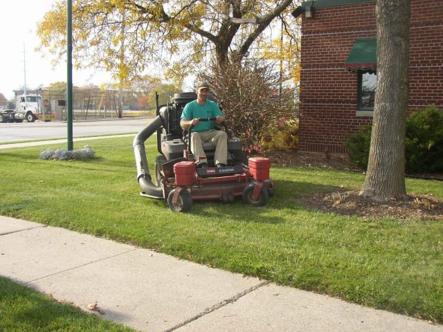 Commercial Lawn Mowing in Green Bay