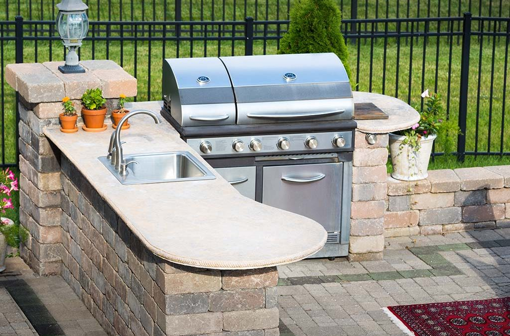 Outdoor Kitchens Bring People Together